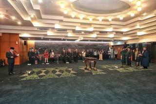 Wakil ketua MPR RI Ahmad Basarah Memandu Pengucapan Sumpah/Janji Anggota Penganti Antar Waktu di Ruang Delegasi Gd. Nusantara V, Jakarta (Rabu, 13/2/2019)